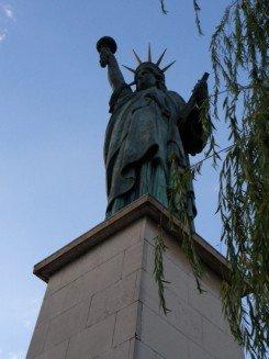 statueOfLibertyFrance